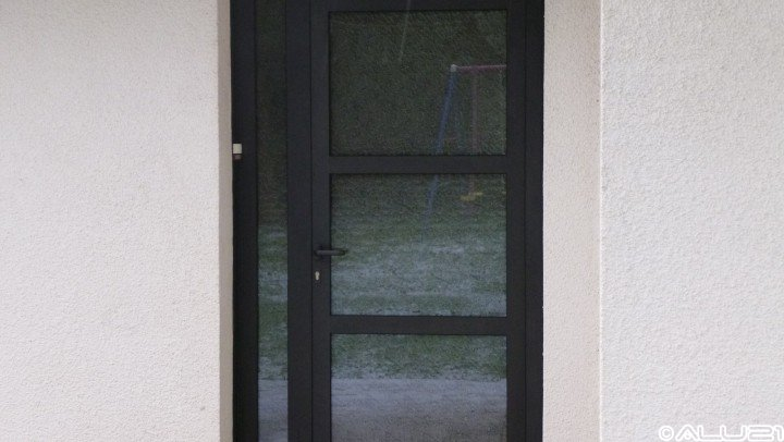 Porte d'entrée réalisée à Marey sur Tille