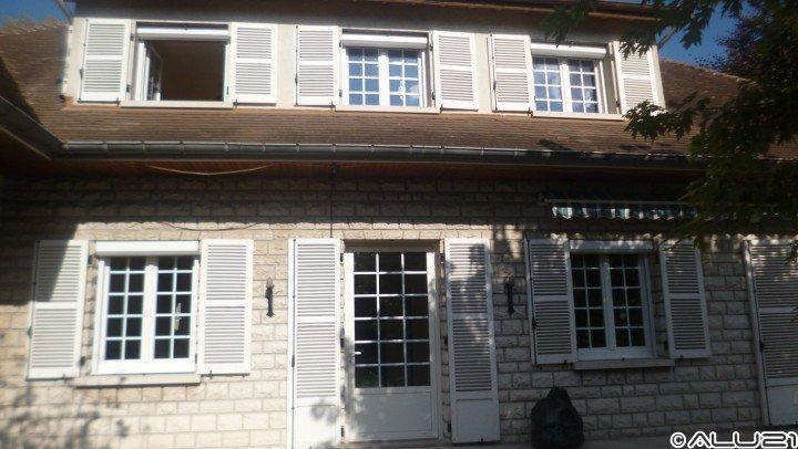 Fenêtre PVC réalisée à Is sur Tille